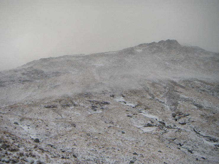 Snow blowing rightwards across the upper South slopes of Stob Coire Raineach.