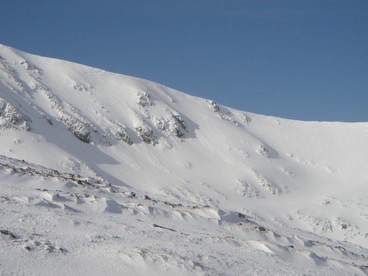 A couple of small overnight avalanches of Creise