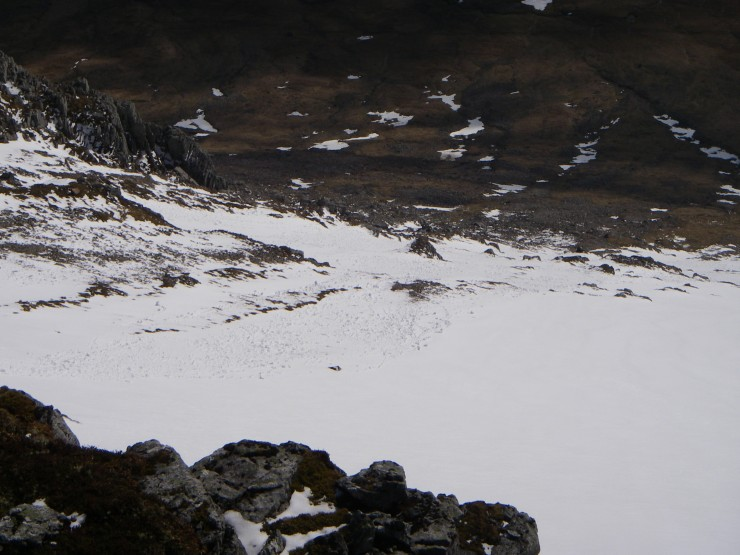 This looked like a wet snow slide caused by the warm sun on the SE aspect of Stob Coire Raineach