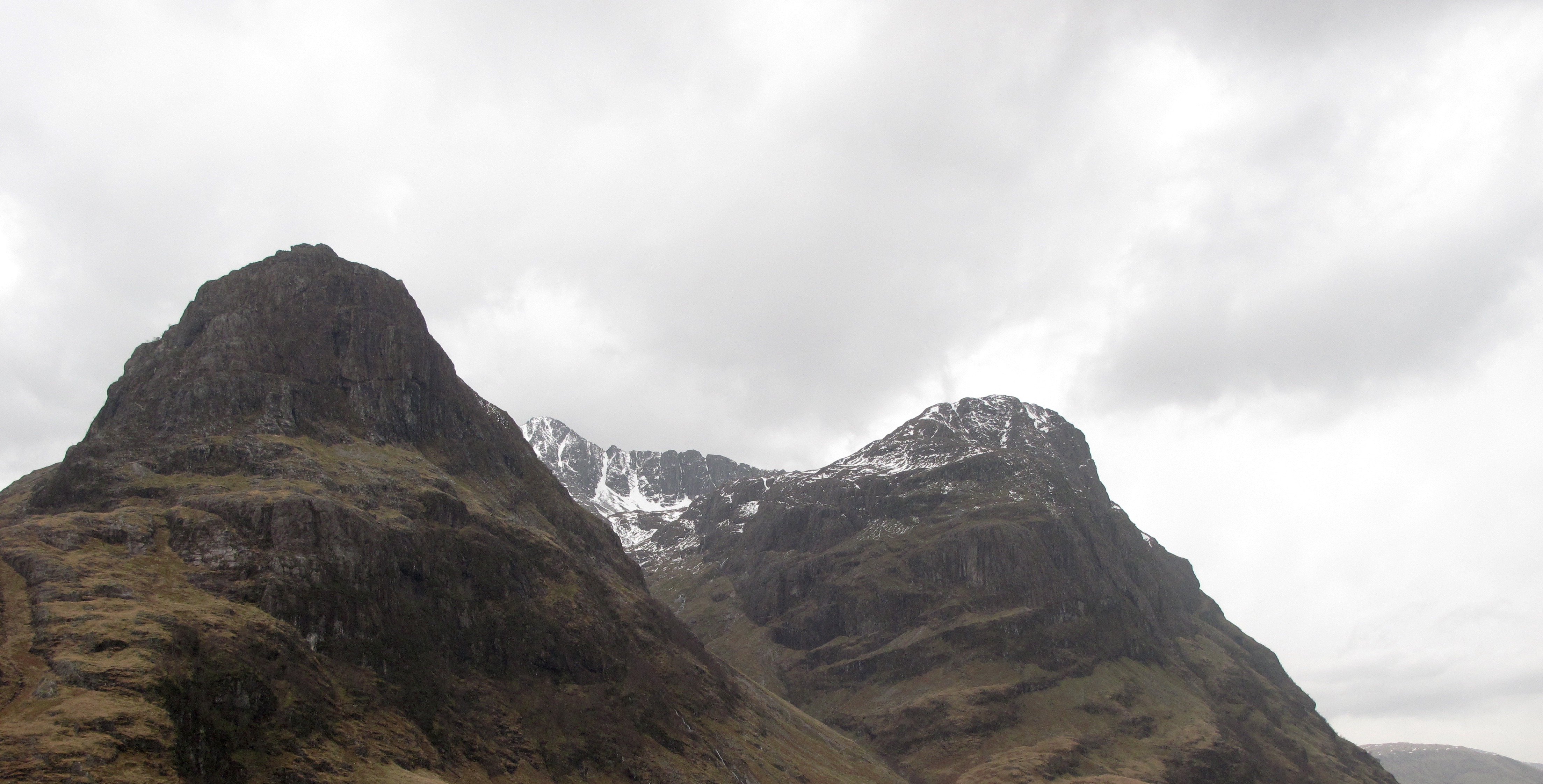 Looking into Stob Coire na Lochan