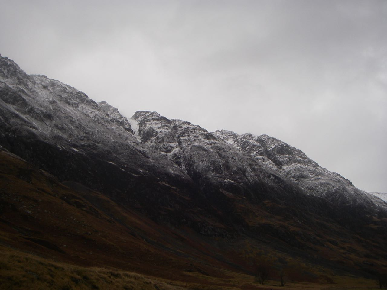 The South flank of the Aonach Eagach had lost some snow cover