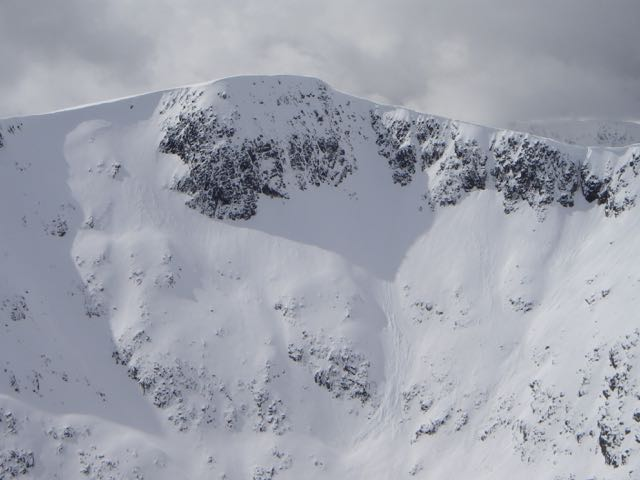 Sloughing, precipitated by cornice collapse under Clach Leathad